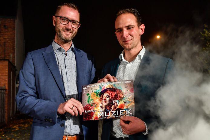 Voorzitter Dieter Mannaert en regisseur Bram Buytaert trappen het voorbereidingsjaar van de Bloemencorso af met bekendmaking van het thema.