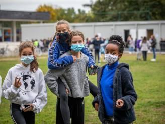 Leerlingen van Kunsthumaniora PIKOH in Hasselt dragen nu al mondmasker op speelplaats