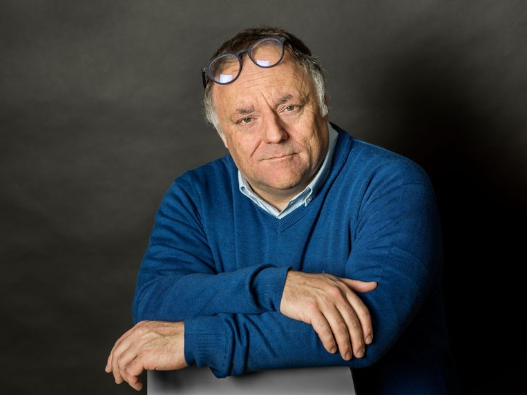 Marc Van Ranst (viroloog KU Leuven): Als we de mondmaskers, het afstand houden en het thuiswerk straks volledig lossen, kan het echt alle kanten uit.' Beeld Johan Jacobs