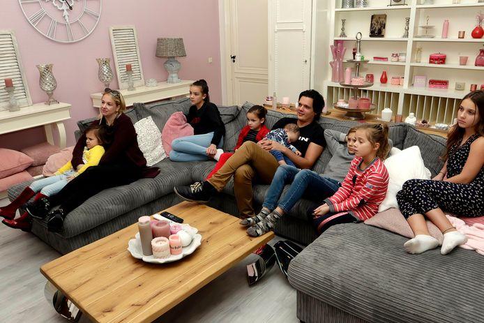 Familie Nagelkerke kijkt naar Een Huis Vol.
