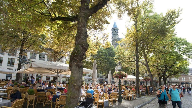 Terrassen op het Onze Lieve Vrouweplein in het centrum van Maastricht Beeld anp