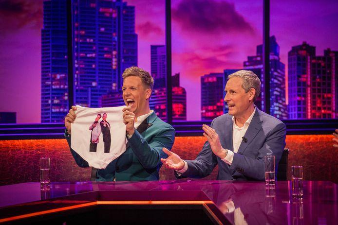 Net zoals in 'Gert Late Night', vormt James Cooke ook in 'De Cooke & Verhulst Show' een duo met Gert Verhulst. Deze keer niet op een boot, maar in een tv-studio.