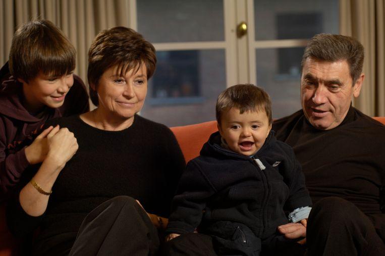 Claudine en Eddy Merckx met hun kleinkinderen Luca en Diego Beeld Digital images