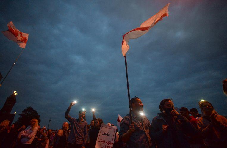 Demonstranten bij een steunbetuiging aan de Belarussische oppositie in Minsk. Beeld Hollandse Hoogte / EPA