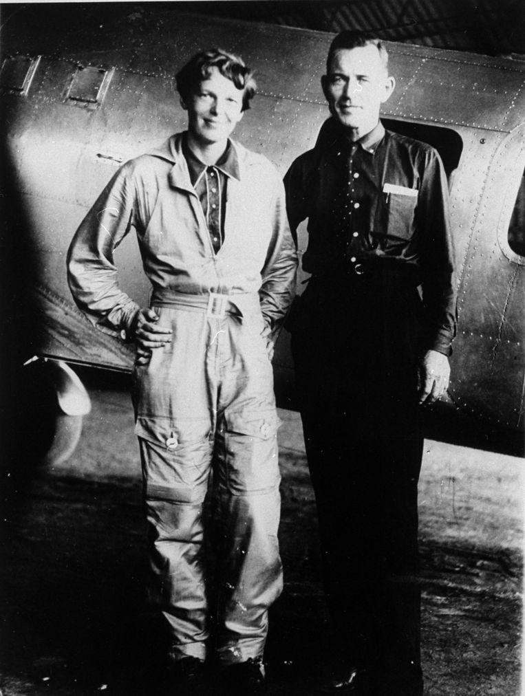 Amelia Earhart met haar navigator, Fred Noonan.