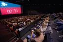 Een volle zaal in Pathe bij de vertoning van Game of Thrones. Nog 30 seconden geduld.