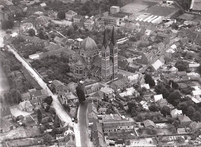 Luchtfoto van het centrum van Geldrop (1947).