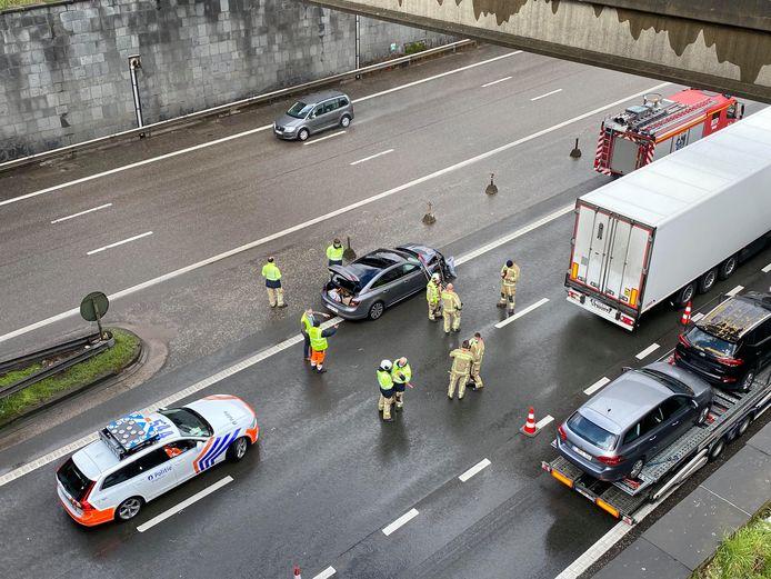 Het ongeval gebeurde op de A12 richting Antwerpen, vlak na de Rupeltunnel. Niemand raakte zwaargewond.
