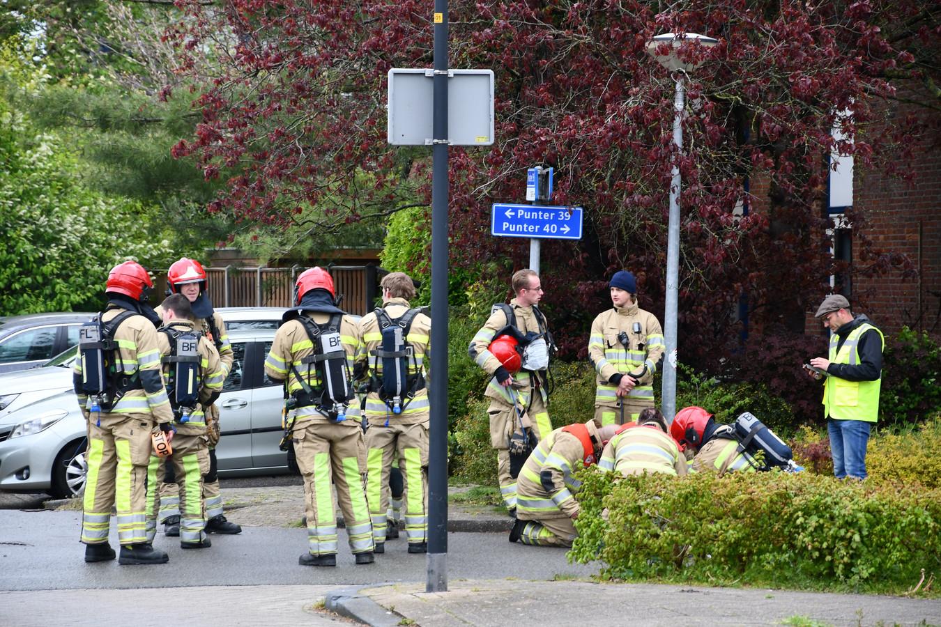 De brandweer is massaal aanwezig in Lelystad.