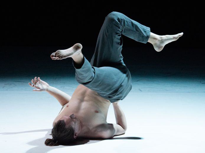 Evangelos Biskas V: In Between, een van de voorstelling van festival Cement dit jaar