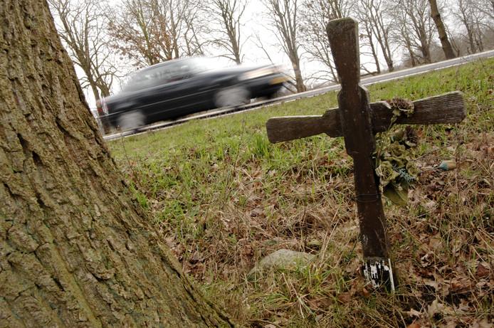 Herinneringsmonumentje vanwege verkeersongeval met dodelijke afloop.