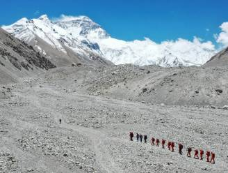 China laat beperkt aantal bergbeklimmers toe op Mount Everest