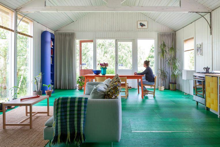 De open woonkamer en keuken bieden een weids zicht op de omgeving.  Beeld Henny Van Belkom