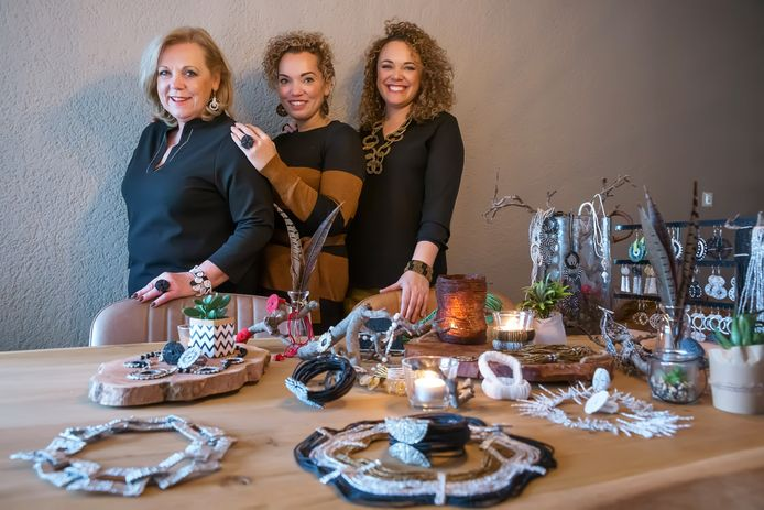 Sherry, Jennifer en Cindy Lobo uit Willemstad zijn net Zazu Tribal Chic begonnen.