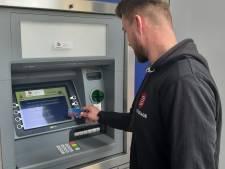 Waar zijn de pinautomaten gebleven in Deventer binnenstad?: 'Geld opnemen is echt een probleem'