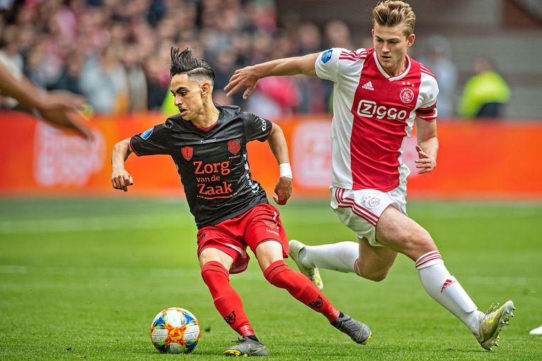 Othmane Boussaid (links) draait weg bij Matthijs de Ligt. De Utrecht-aanvaller scoorde in dit duel in 2019 tegen Ajax tijdens de ramadan.  Beeld Guus Dubbelman