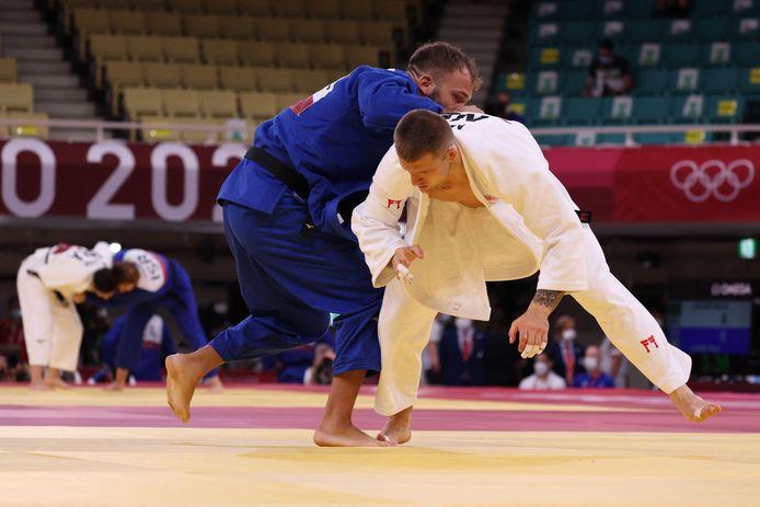 Michael Korrel (wit) verliest zijn partij op de Olympische Spelen en kan naar huis.
