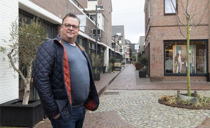 """Herman Ellenbroek wordt treurig van alle gesloten winkels in het centrum van Borne. """"Hopelijk kunnen zaken weer snel openen, ook die nog financiële problemen hebben."""""""