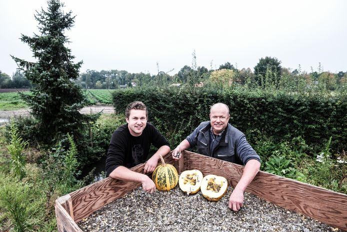 Edwin (links) en zijn vader Gert Smits.