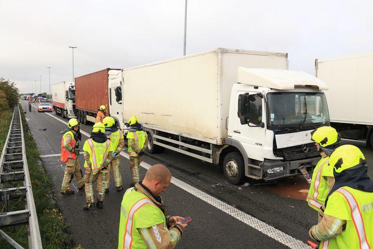 Dinsdagochtend kwam het tot een aanrijding tussen vier vrachtwagens op de E17 in Kruibeke.