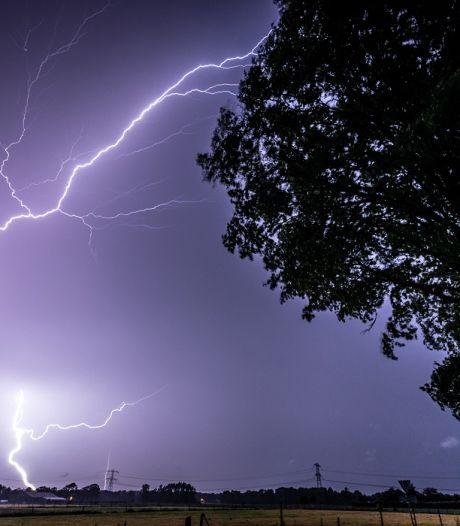 Einde aan stabiel zomerweer, stevige buien met onweer trekken over