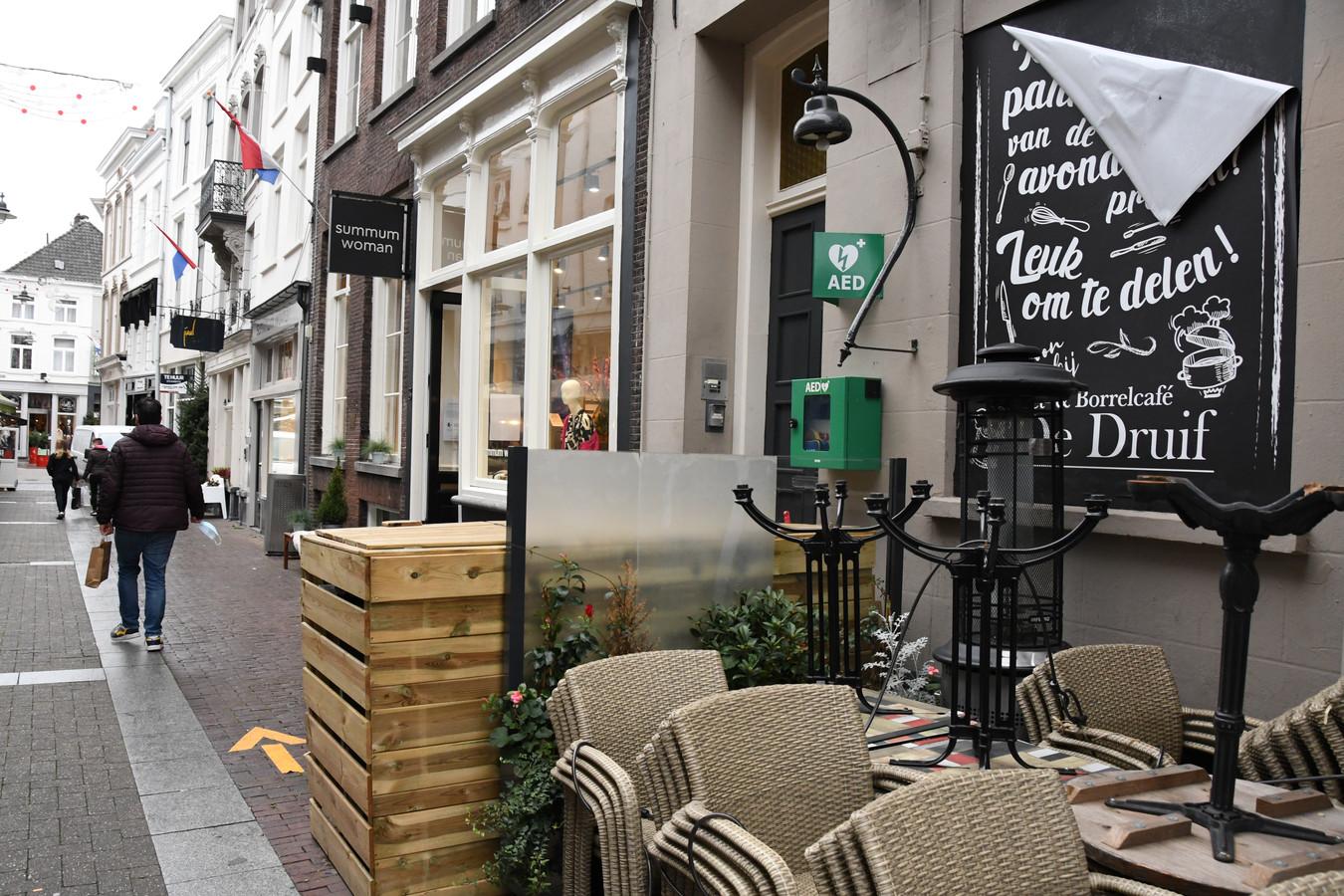 De Kolperstraat met café De Blauwe Druif.