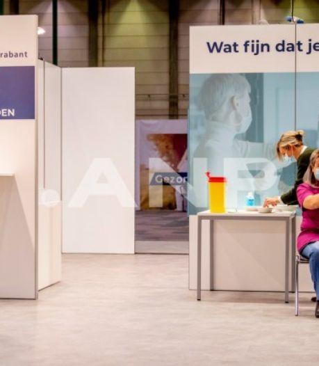 Vandaag ploft uitnodiging derde prik op de mat bij deel Nederlanders: hoe zit dat?