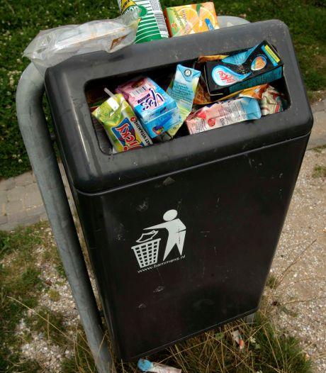 Deze prullenbakken worden in Zutphen weer geleegd nu de meeste medewerkers coronavrij zijn