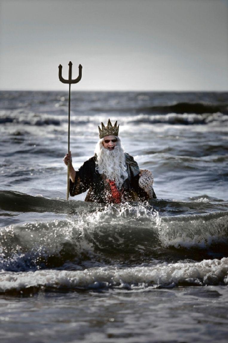 Behalve zeemeerminnen en piraten, trotseerde ook Neptunus het koude water. (FOTO ROGER DOHMEN) Beeld Roger Dohmen
