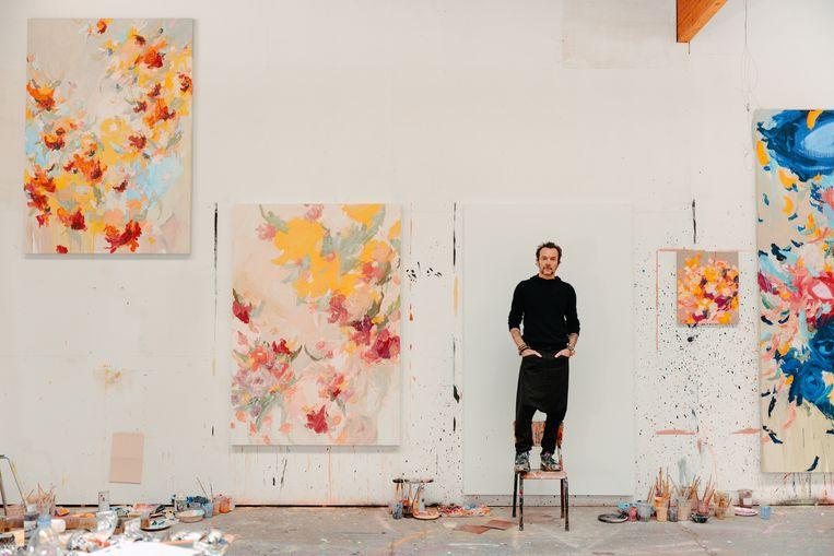 'Al mijn schilderijen en sculpturen vertrekken vanuit de vormen en kleuren in mijn eigen tuin. Het is een eindeloze bron van inspiratie.' Beeld Damon De Backer