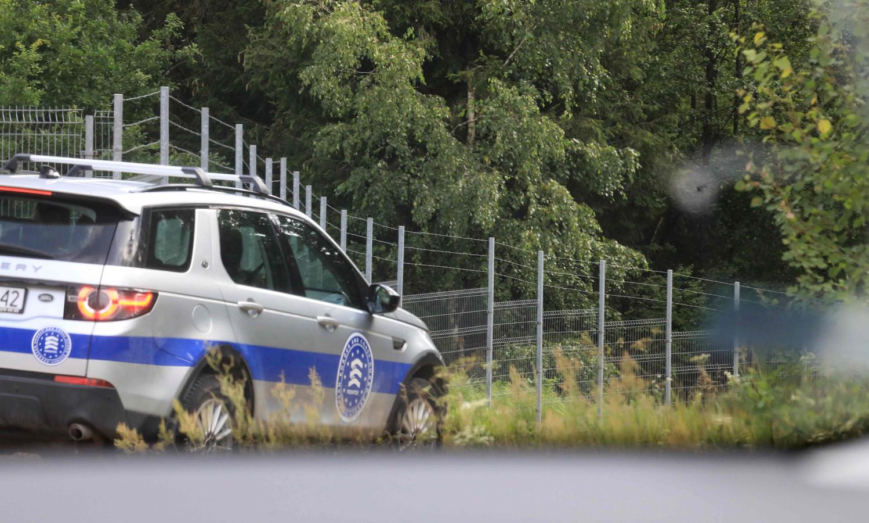 Een voertuig van Frontex aan de grens met Wit-Rusland