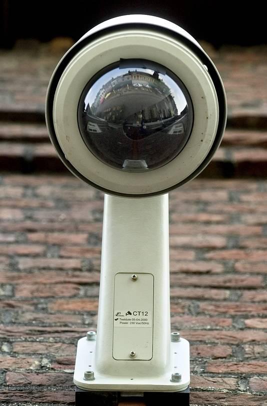 Ter hoogte van de Albert Heijn/kerk en bij de Korenbloemstraat komen camera's te hangen.