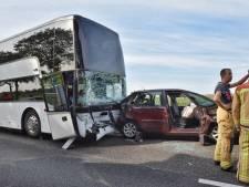 Ongeval met bus met tientallen kinderen op snelweg bij Oirschot, A58 Tilburg - Eindhoven na uren weer open