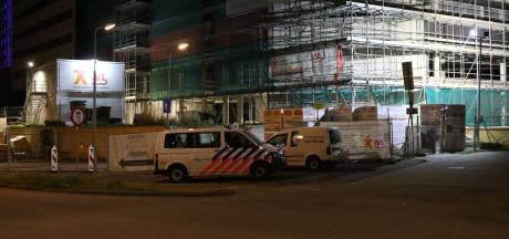 Man valt van 'flinke hoogte' naar beneden en overlijdt op bouwterrein in Den Bosch