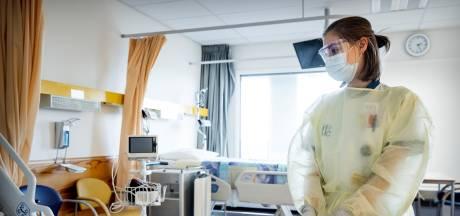 Veel versoepelingen, maar nog niet in de ziekenhuizen: 'Bezoekregels verscheuren families'