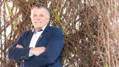 """Burgemeester lanceert inzamelactie voor het goede doel: """"Bij 3.000 euro gaat mijn snor eraf, ook al vindt mijn vrouw dat ik dan een scheve smoel heb"""""""