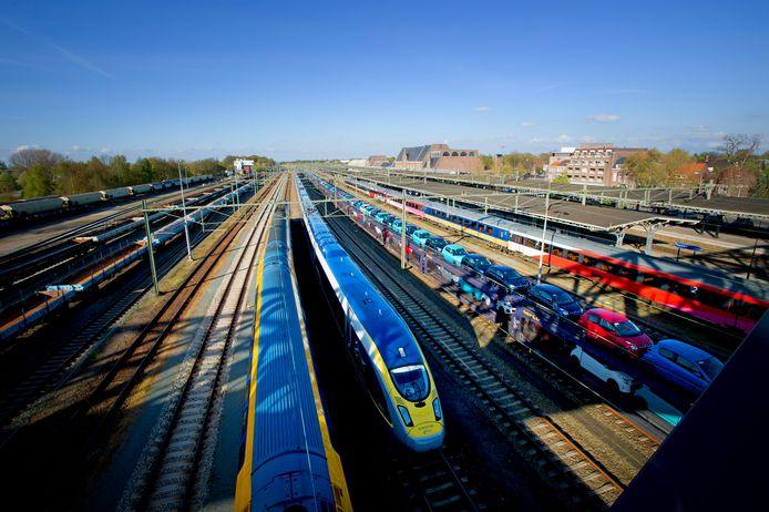 De Eurostar komt aan op station Roosendaal.