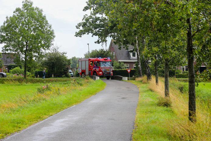 De brandweerwagens konden moeilijk de brug over: centimeterwerk.