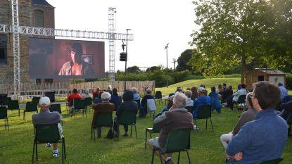 'Cinema Norbert' van start: Elke week gratis openluchtcinema aan Abdijkerk