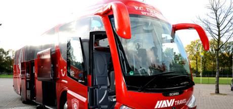 Spelersbus FC Twente rijdt leeg terug