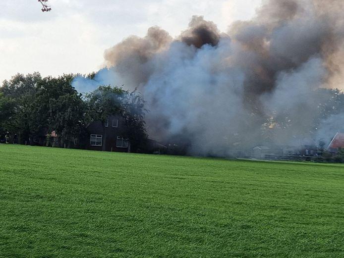 Er is veel rookontwikkeling bij een woningbrand in Haaksbergen.