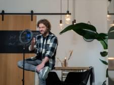 Meester Jesper is de held op TikTok: 'Kinderen leren in mum van tijd lastige rekensommen'