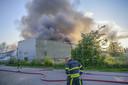 In 2018 brandde in Bergen op Zoom een illegale sigarettenfabriek compleet af. Tien tot vijftien verdachten wisten te voet te ontkomen.