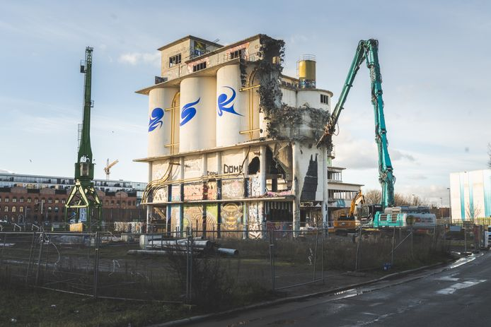 betoncentrale 'Interbeton' is vandaag gestart met de sloop