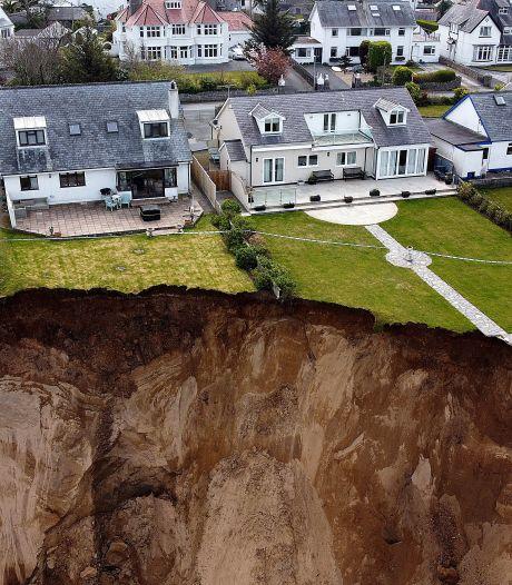 Des promeneuses échappent à l'effondrement d'une falaise au Pays de Galles