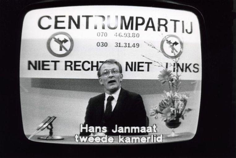 Hans Janmaat tijdens een uitzending voor politieke partijen. Beeld