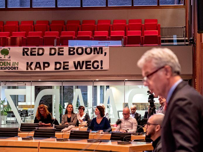 Hans Buijtelaar bij een eerder debat over de rondweg.