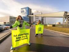 Drie demonstranten voeren urenlang actie bij kolencentrale: 'Onbegrijpelijk en ongepast om te heropenen'