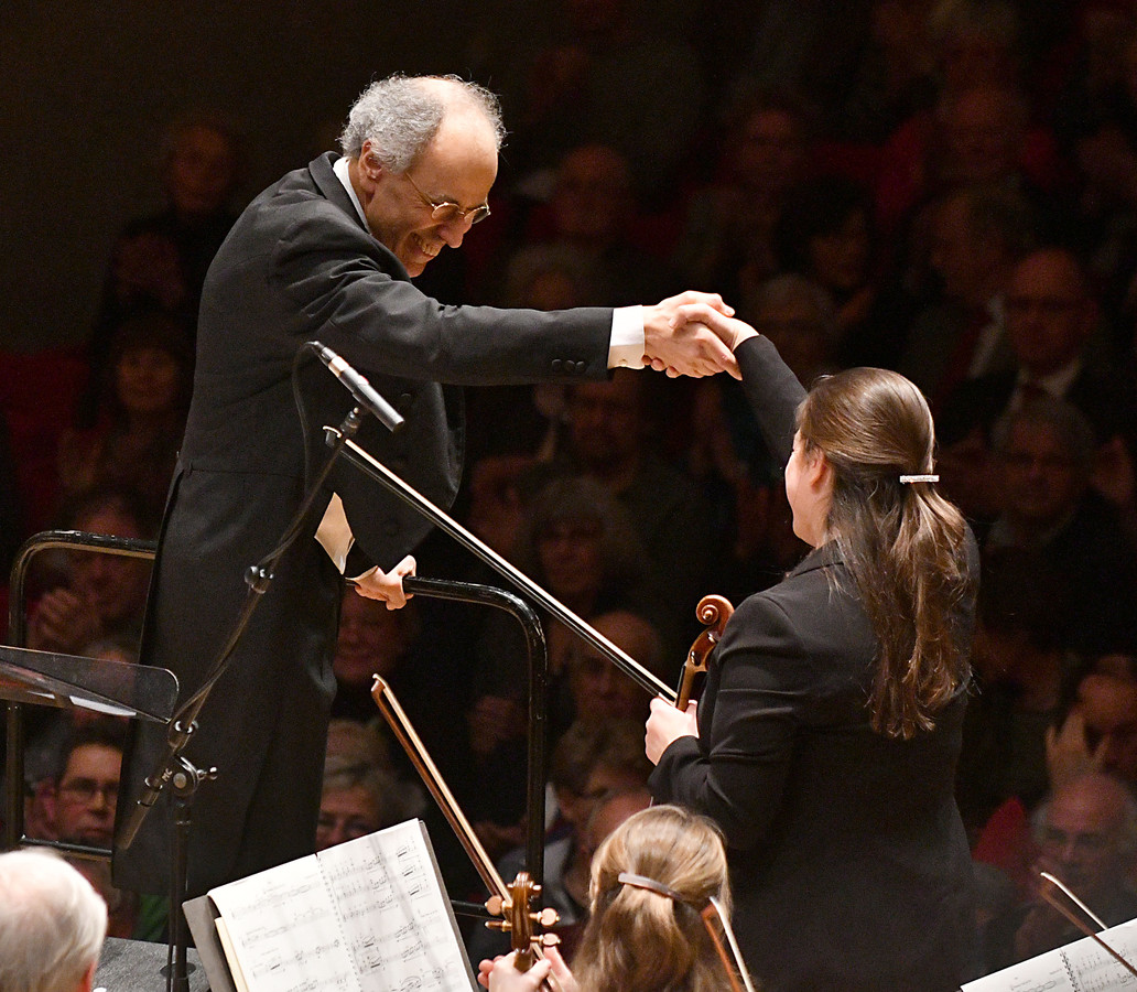 Orkest van het Oosten met dirigent Ed Spanjaard