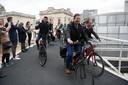 De fietsspiraal in Leuven was een zware bevalling met herhaaldelijk uitstel door technische problemen maar het stadsbestuur kreeg toch applaus bij de officiële inwijding.